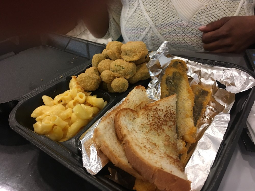 Mommas Soul Kitchen: 14200 E Alameda Ave, Aurora, CO