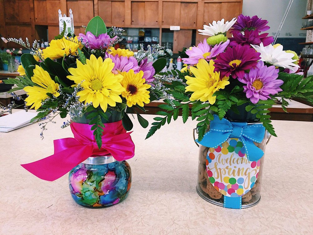 Sisters Flowers & Gifts: 103 Industrial Park Rd, Harrison, AR