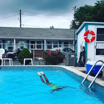 Riviera Motel Erie - Hotels - 3107 W Lake Rd, Erie, PA
