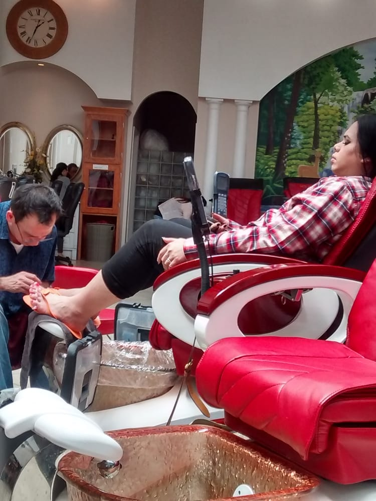Lee nail spa 14 fotos y 31 rese as manicura y pedicura for 777 nail salon fayetteville nc