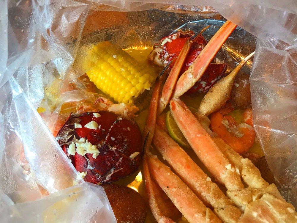 Juicy Cajun Seafood: 220 Main St, Middletown, CT