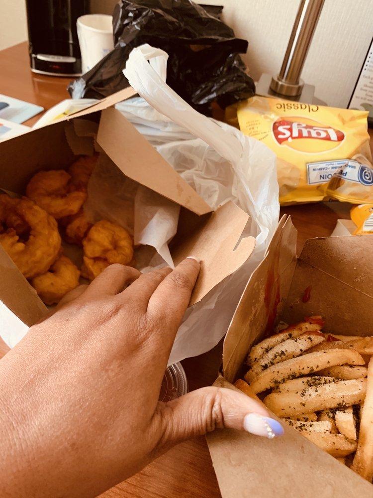 Coaches Fish, Shrimp & Chicken: 41015 E Huron River Dr, Belleville, MI