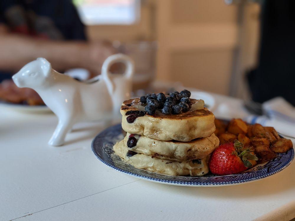 Blue Willow Cafe: 12513 W Washington St, Burton, TX