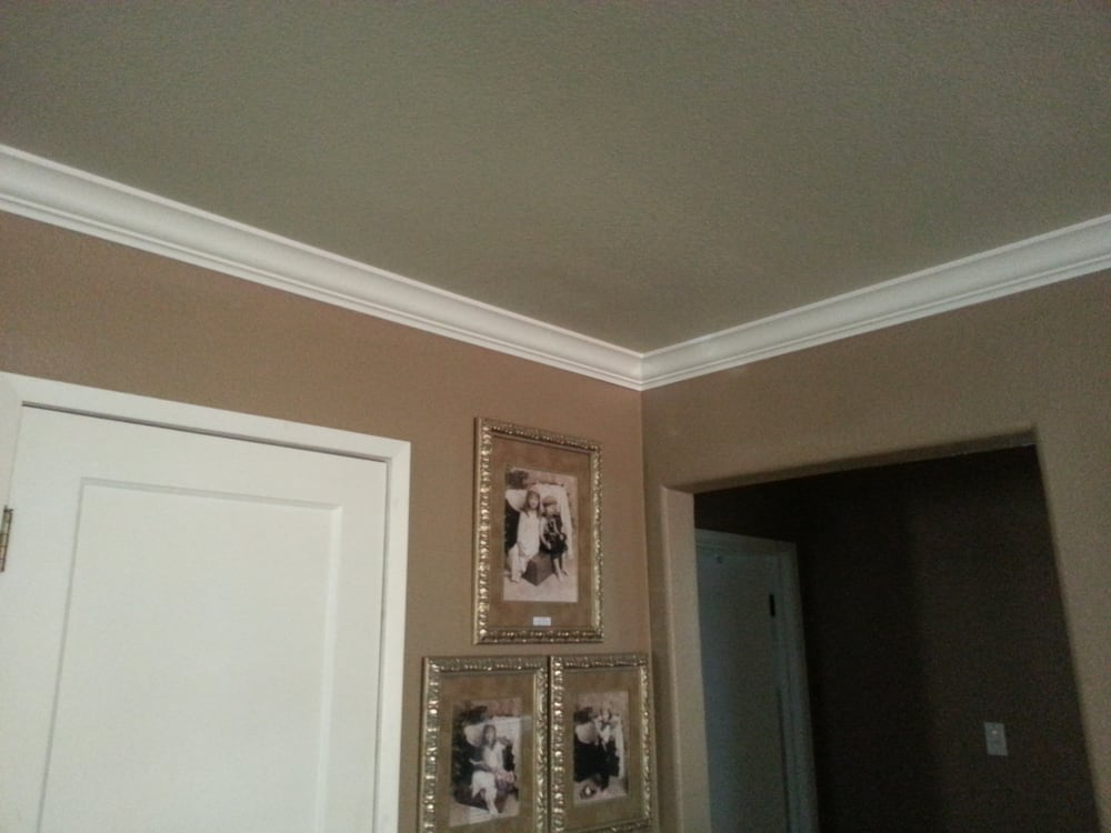Living room crown molding - Yelp