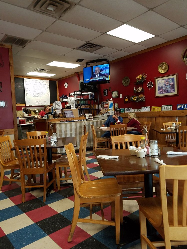 The Daily Special Cafe: 1058 E Hwy 67, Alvarado, TX