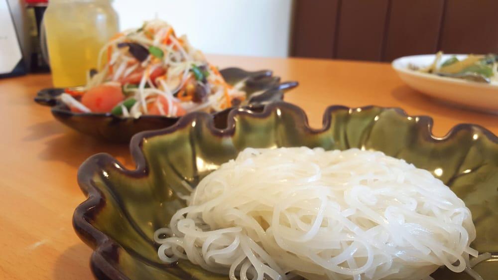 Thai House Restaurant and Sushi Bar: 875 Main St, South Glastonbury, CT