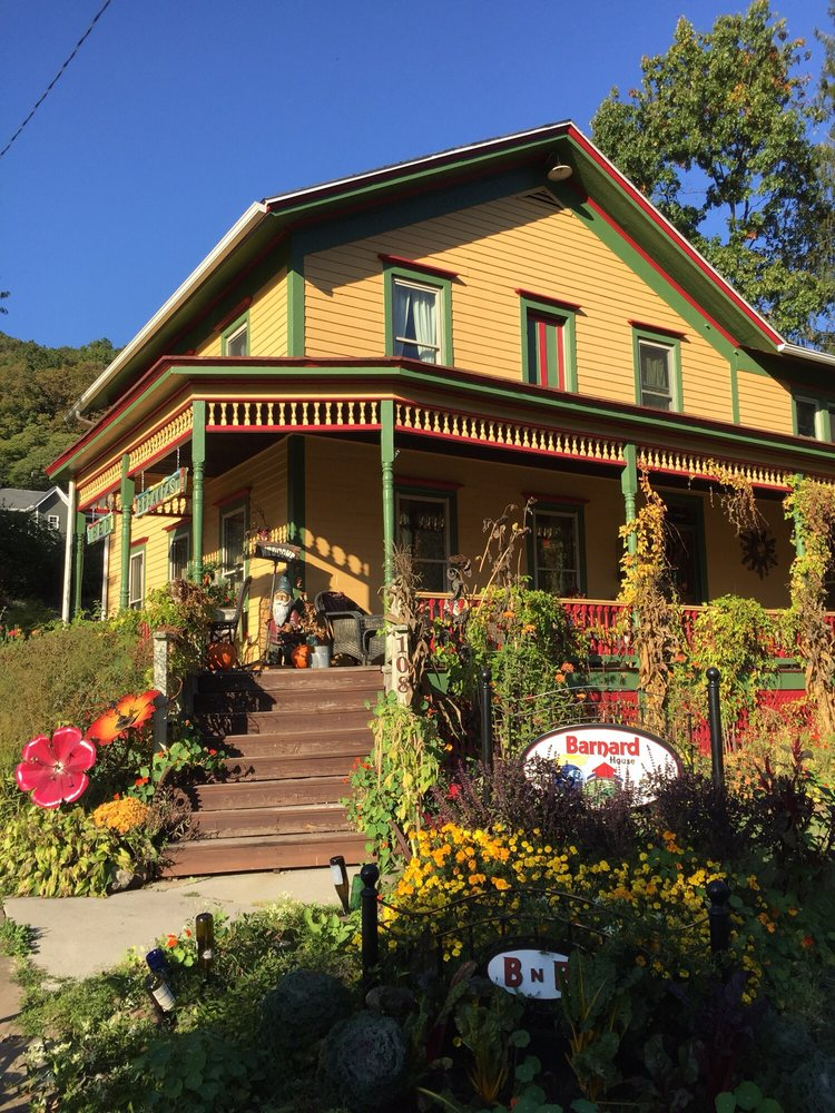 Barnard House Bed & Breakfast: 108 River Ave, Emlenton, PA