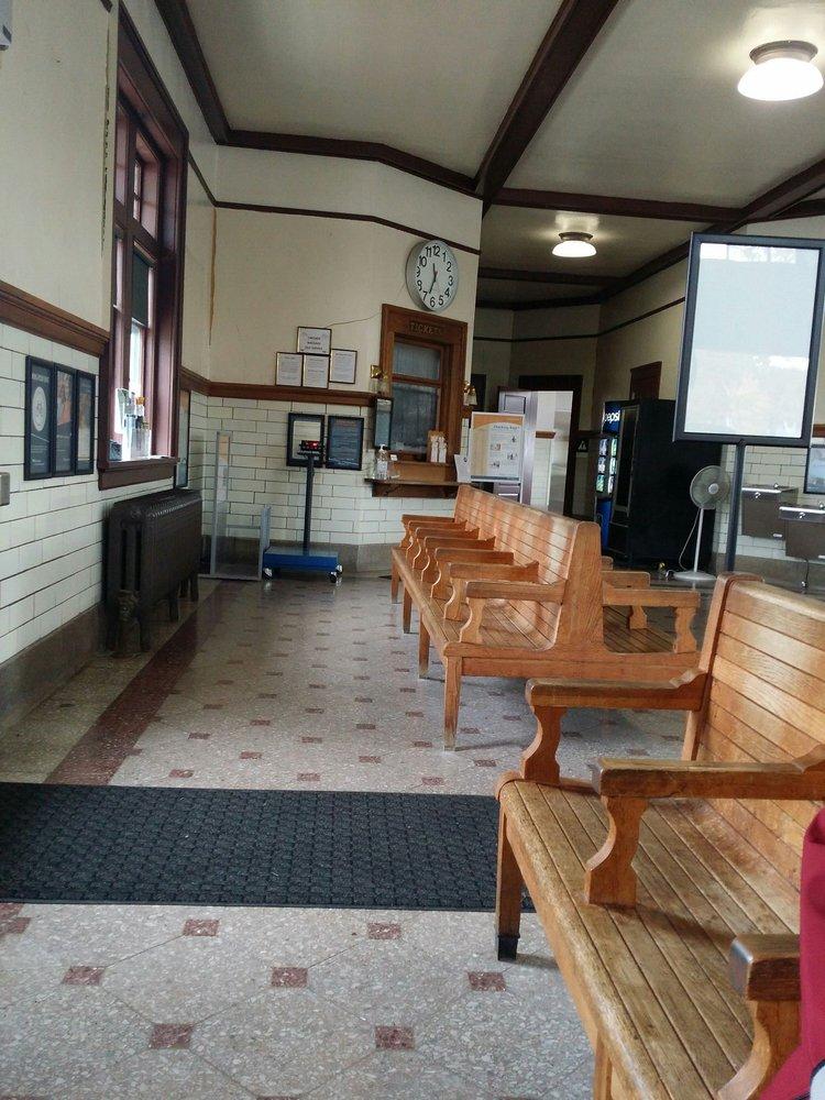 Amtrak: 418 N Adams St, Mount Pleasant, IA