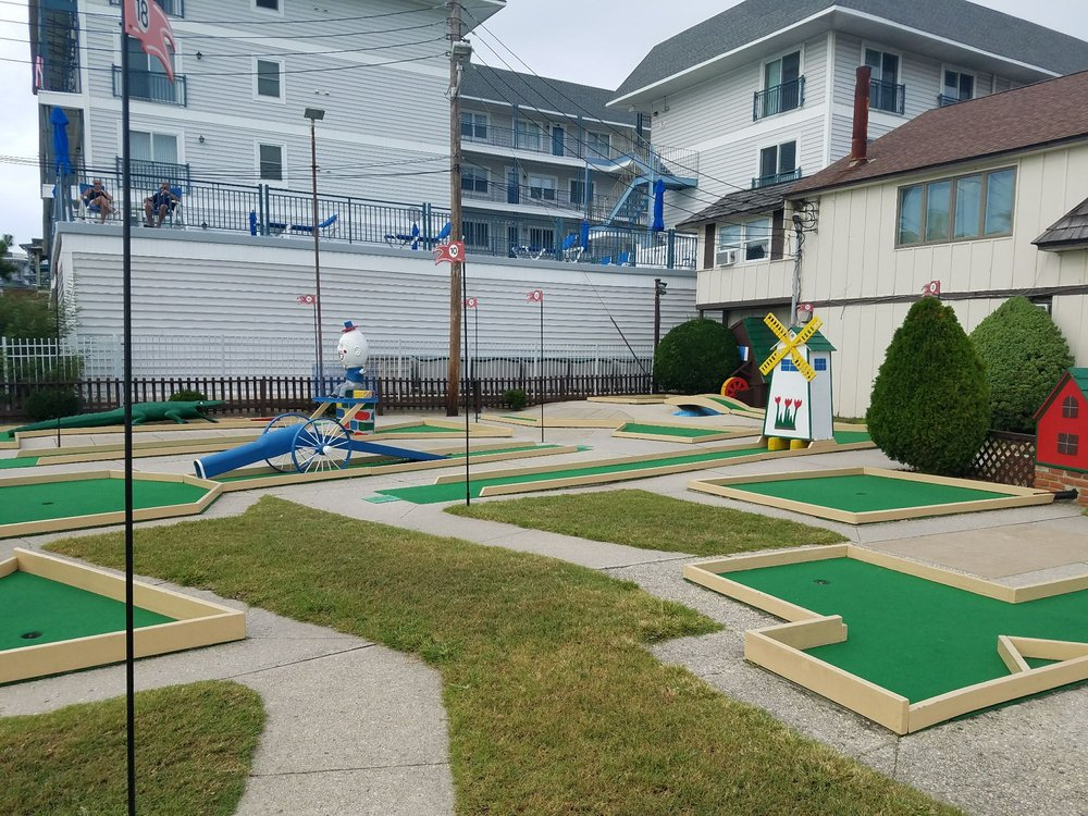 Ocean Putt Golf: 401 Beach Ave, Cape May, NJ