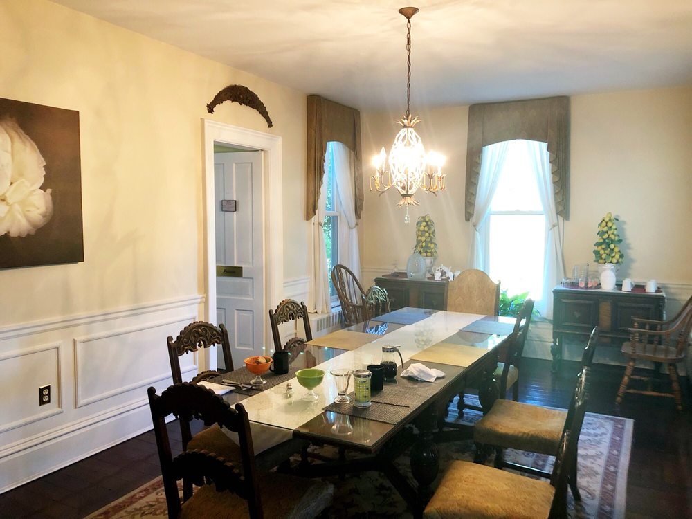 Monroe Manor Inn Bed & Breakfast: 72861 8th Ave, South Haven, MI