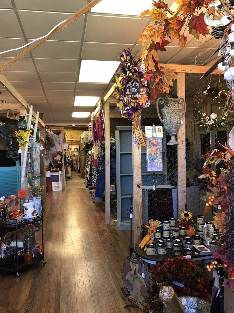 Bless This Mess Vintage Market: 4284 Hwy 84 W, Vidalia, LA