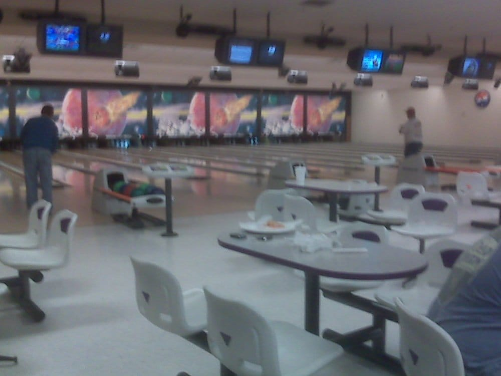 Fulton Bowling Center: 530 Commons Dr, Fulton, MO