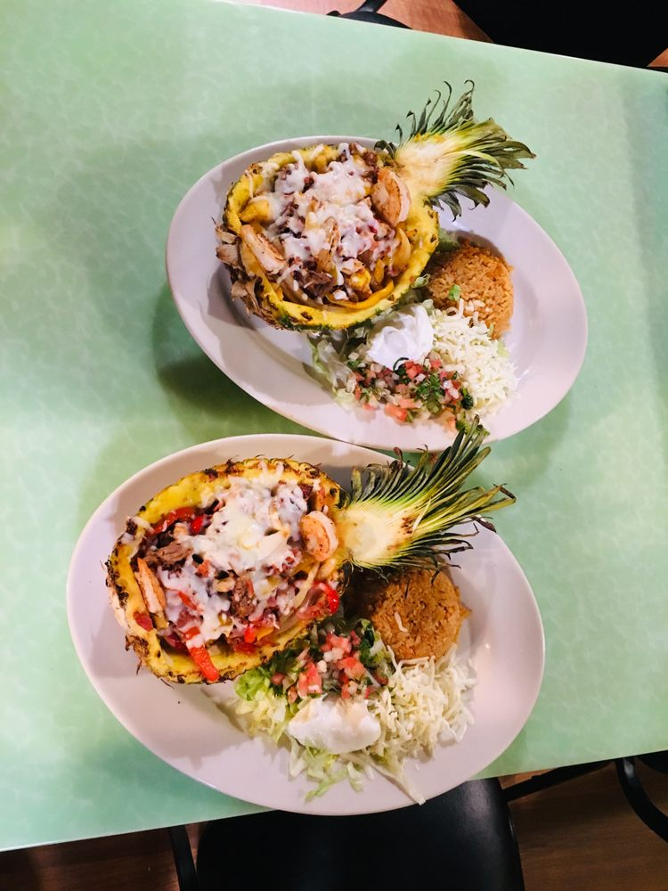 Mi Azteca Mexican Restaurant Bar: 100 S Pine St, Nokomis, IL