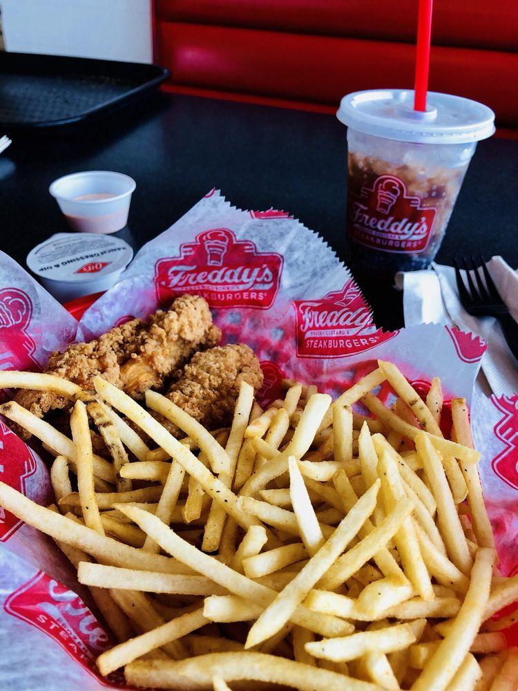 Freddy's Frozen Custard & Steakburgers: 3505 Vine St, Hays, KS