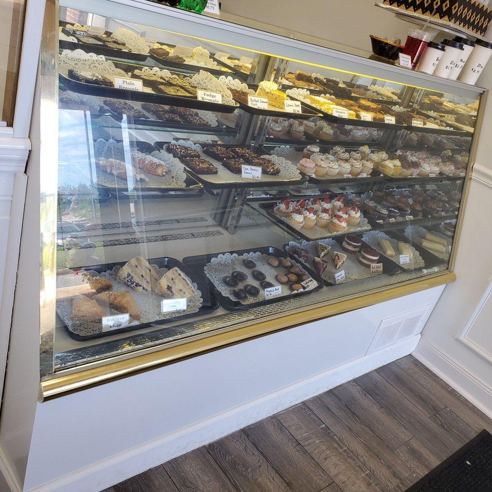 Claras Custom Cakes: 130 W Main St, Collegeville, PA