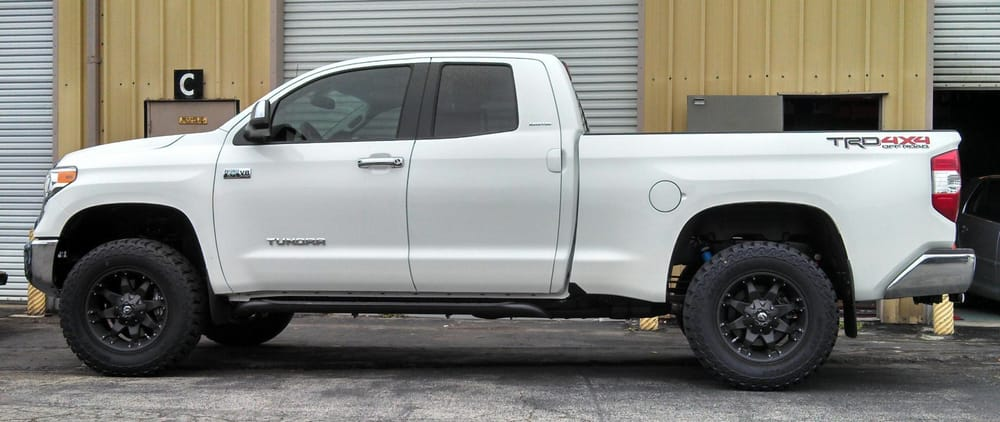 2014 Toyota Tundra With A 2 5 Quot Spacer Lift Fuel Octane