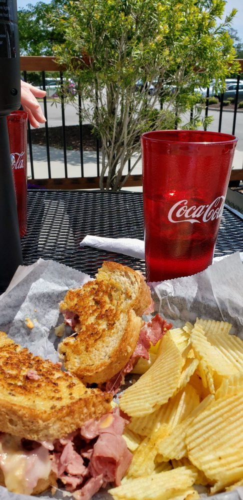 Midway Grille: 2827 Midway Rd SE, Bolivia, NC