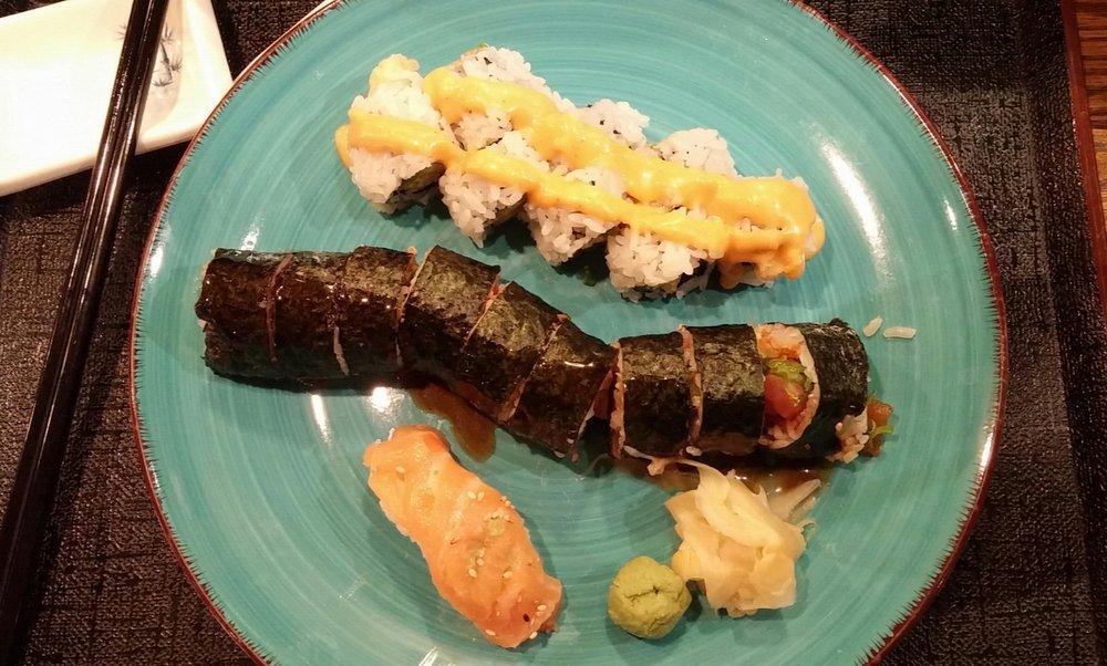 Akasaka Japanese Restaurant: 2465 Dougall Avenue, Windsor, ON