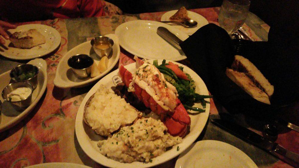 Charles Street Dinner House: Hwy 140 7th St, Mariposa, CA