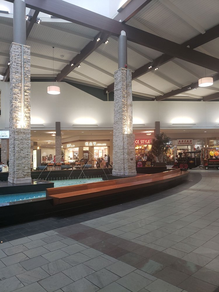 Spring Hill Mall: 1072 Spring Hill Mall, West Dundee, IL