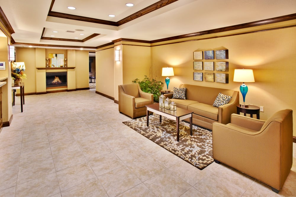 Holiday Inn Express & Suites Dubuque-West: 2080 Holliday Dr, Dubuque, IA