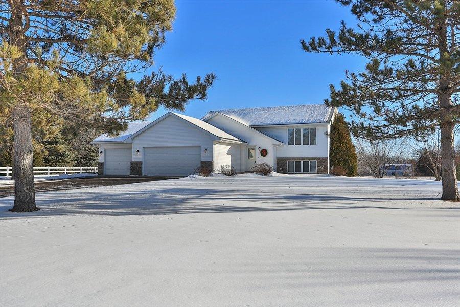 Linda and Rick Guy - Edina Realty White Bear Lake | 2137 4th St, White Bear Lake, MN, 55110 | +1 (651) 247-0634