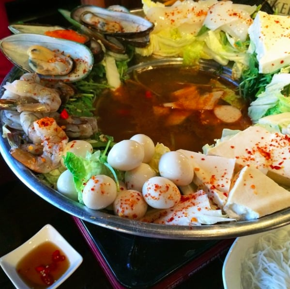 Falls Church (VA) United States  city photos : ... Falls Church, VA, United States Restaurant Reviews Phone Number
