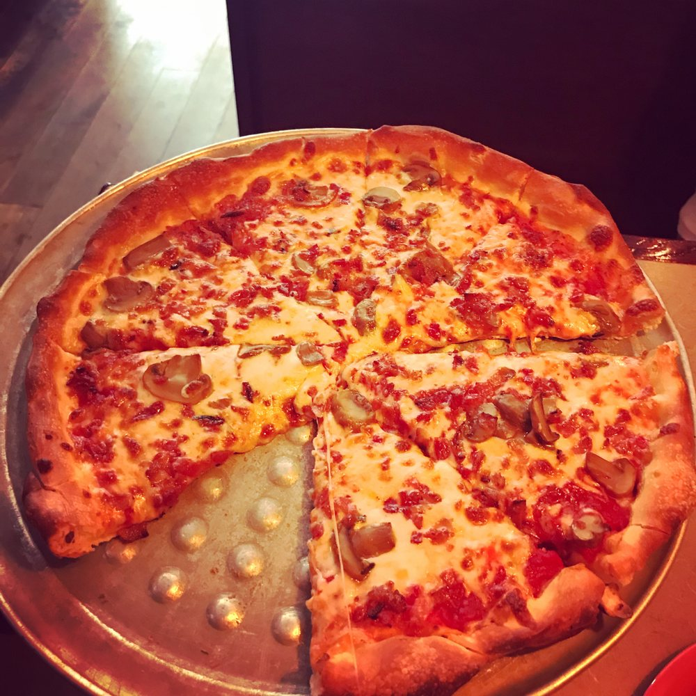 Fred's Pizza Italian: 615 W Emmitt Ave, Waverly, OH