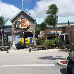 Bass pro shop 56 photos 32 reviews hunting fishing for Miami fishing supply