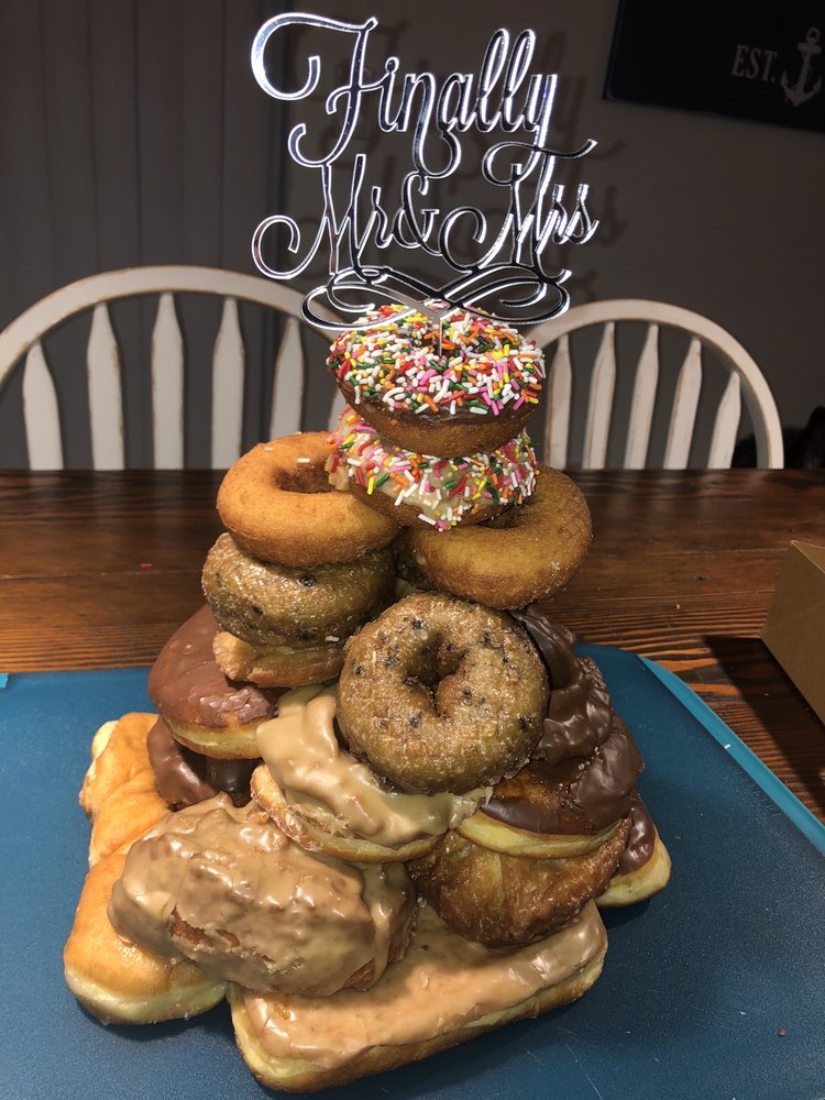 Big Dog Donuts & Deli: 1136 Hwy 101, Florence, OR