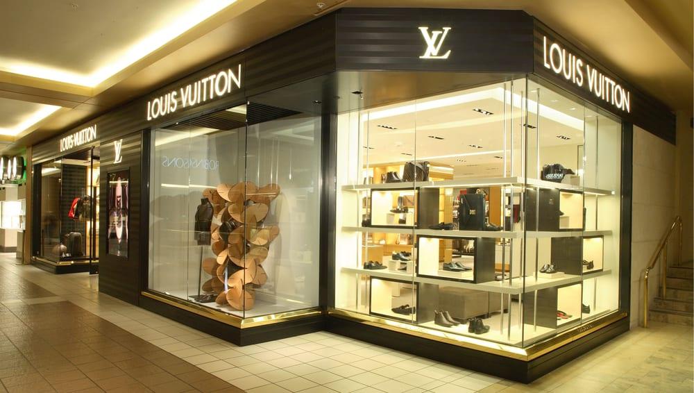Louis Vuitton в Москве - адреса магазинов, каталог одежды