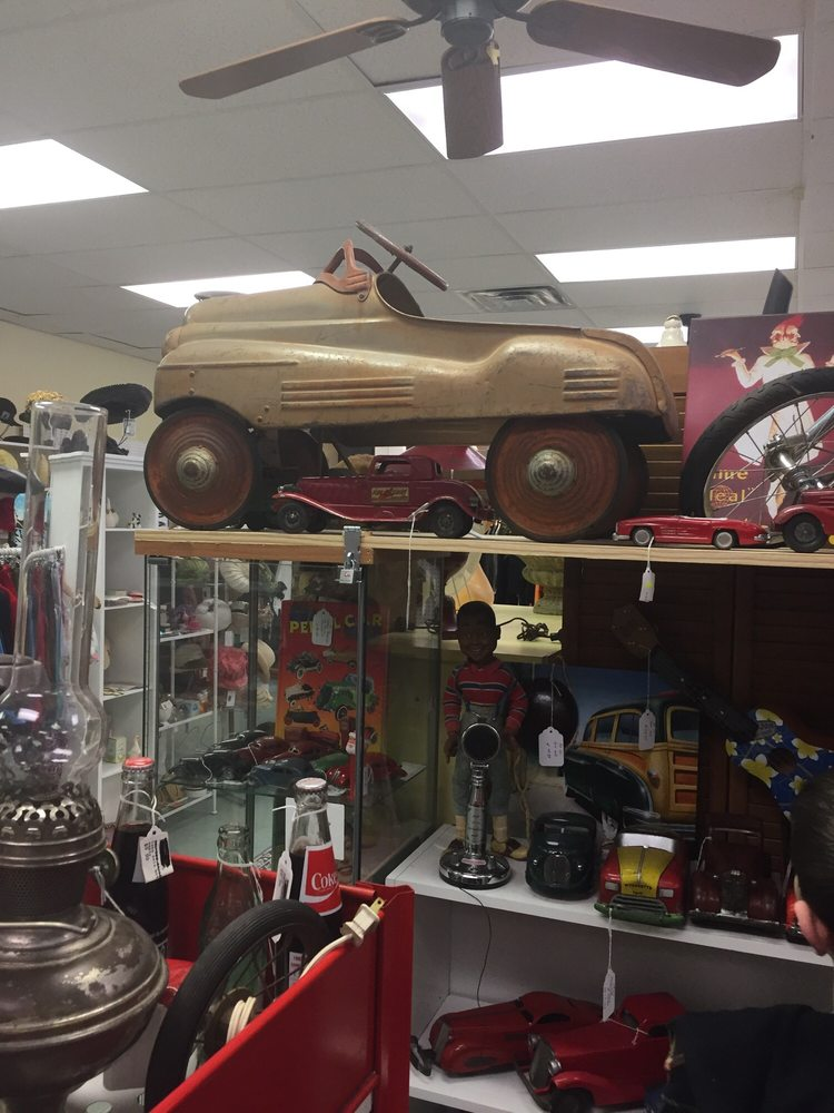 Olde Faithful's Antique Mall: 3606 Wade Hampton Blvd, Taylors, SC