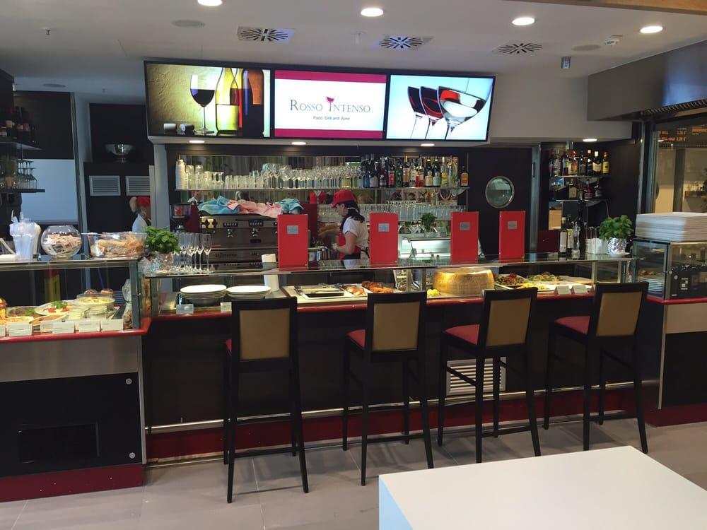 Foto Zu Rosso Intenso   München, Bayern, Deutschland. Moderne Wein Bar Mit  Italienische