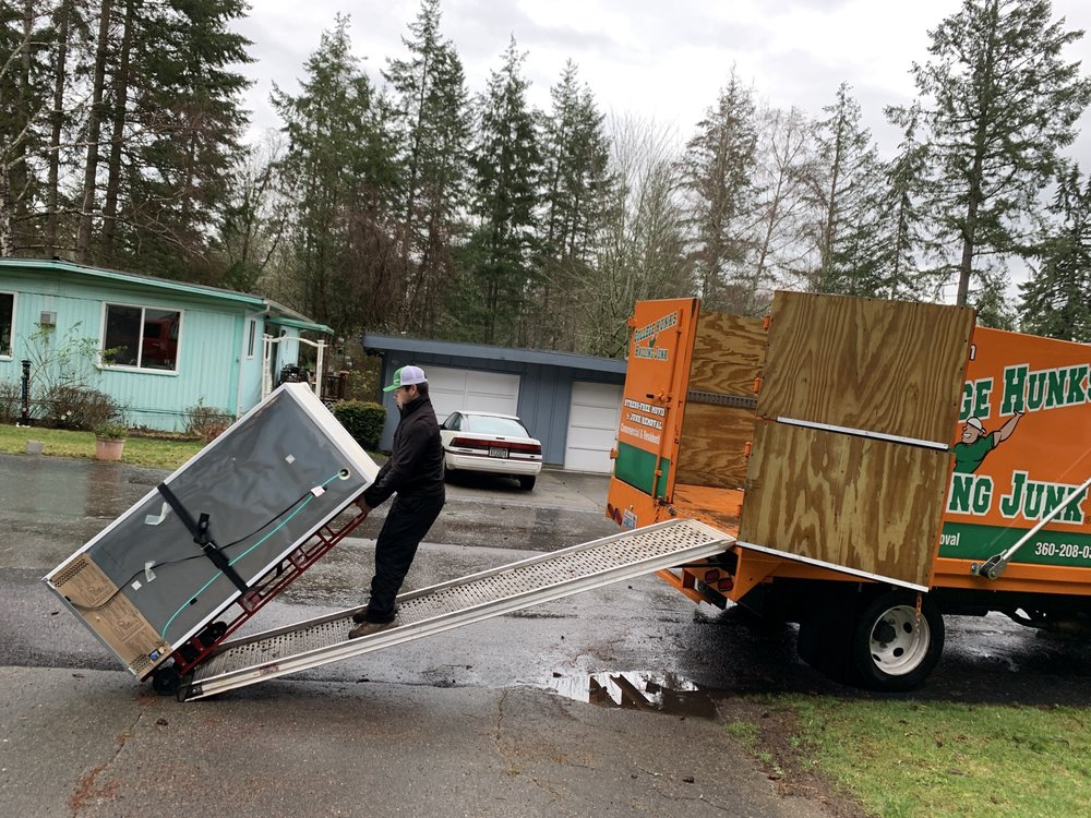 College Hunks Hauling Junk and Moving | 2114 6th St, Bremerton, WA, 98312 | +1 (360) 227-8942