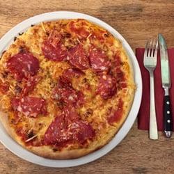 Photo Of Esszimmer   Berlin, Germany. Pizza Mit Scharfer Salami Für 6,50