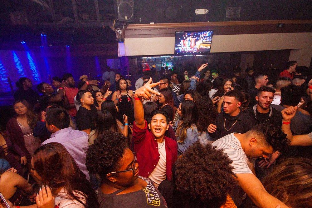Switch Lounge & Nightclub