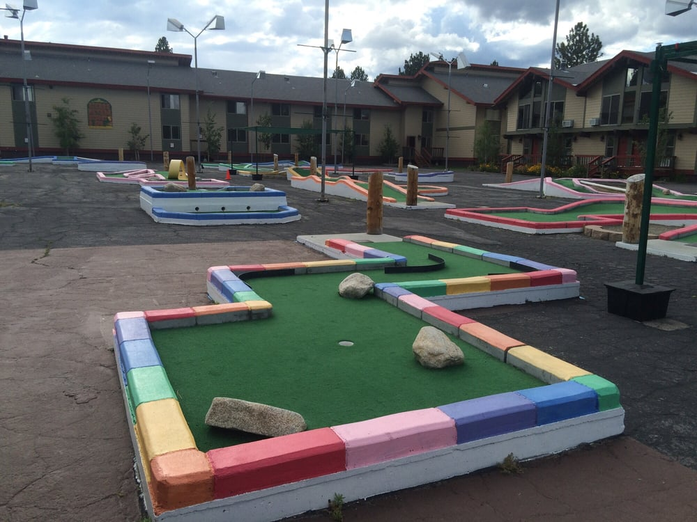 Frosty's Miniature Golf: 164 Old Mammoth Rd, Mammoth Lakes, CA