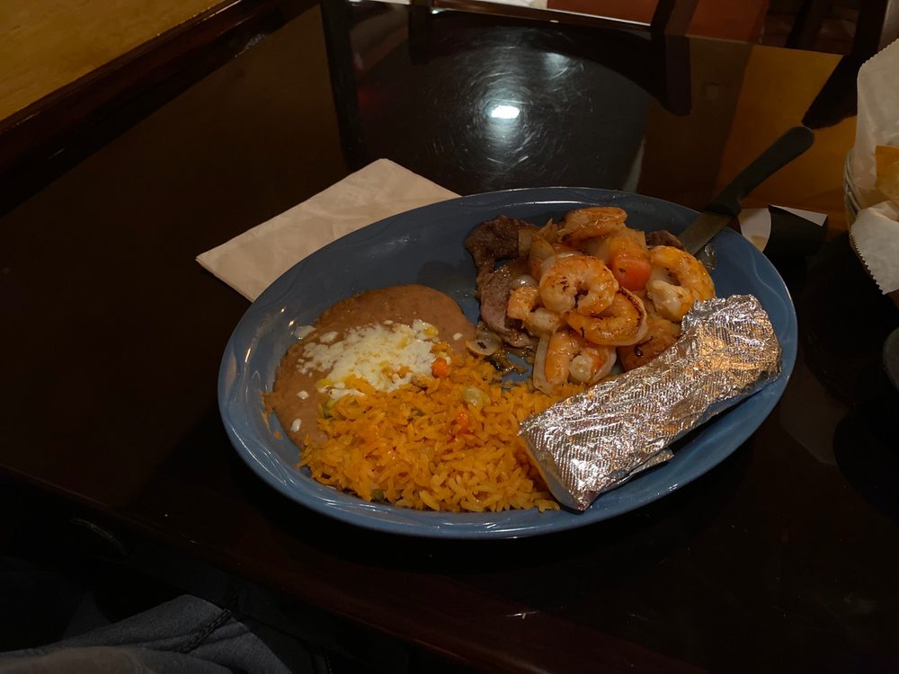 Costa Del Mar Mexican Grill & Seafood: 3852 N Brady St, Davenport, IA
