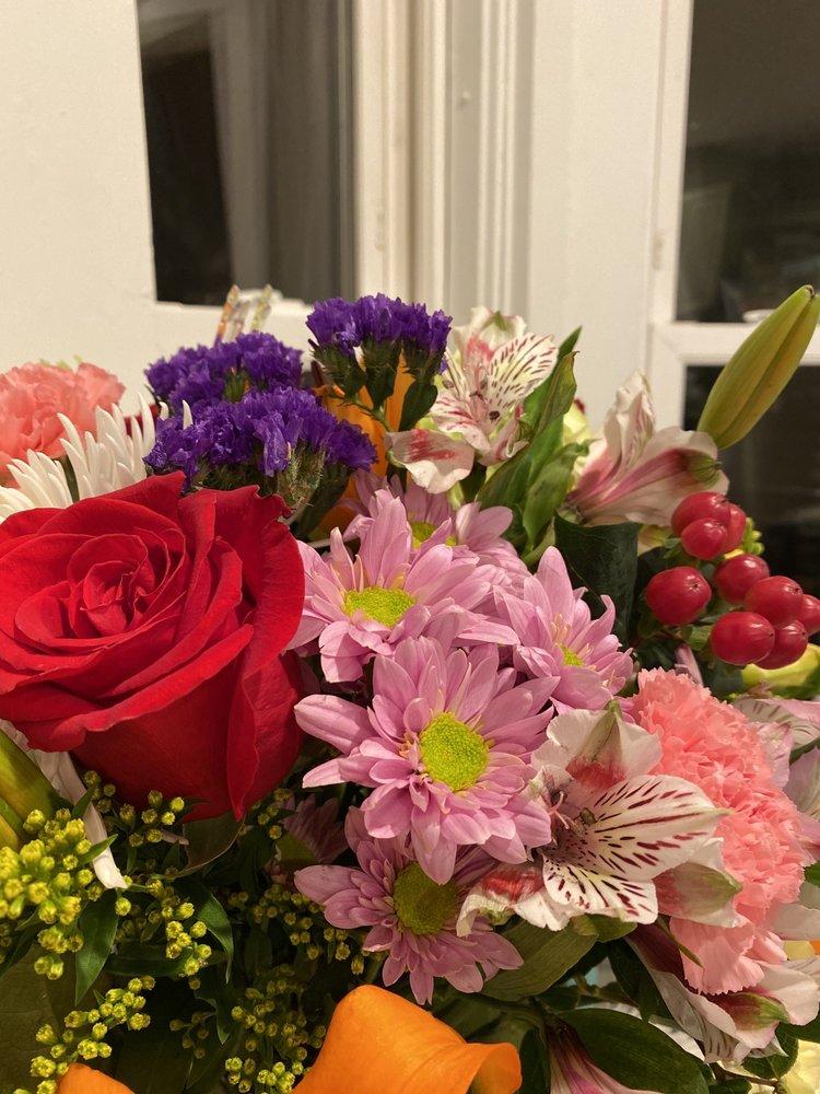 Arts 'N Flowers: 660 East St, Mansfield, MA