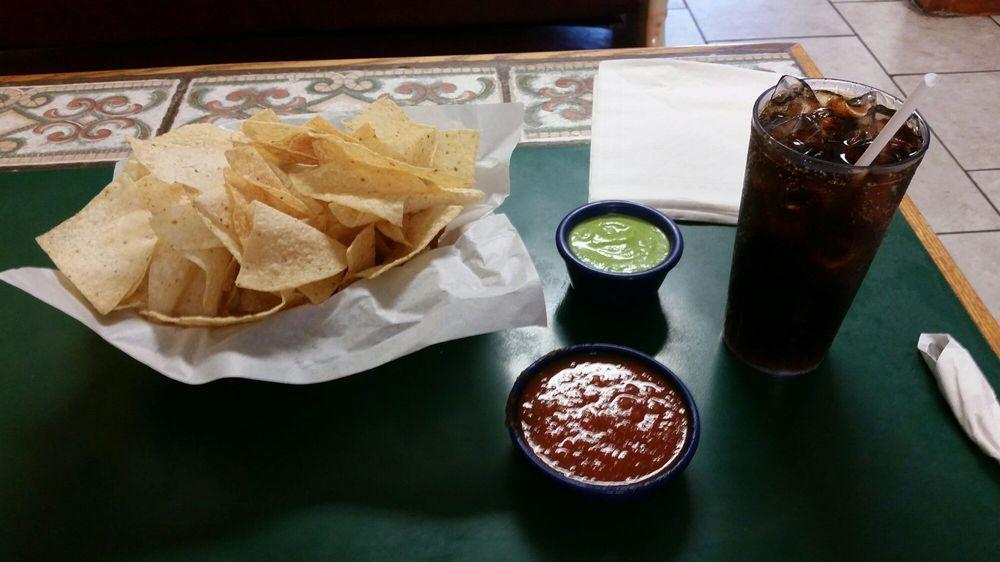 Amigo Juan: County Road 3333, Atlanta, TX