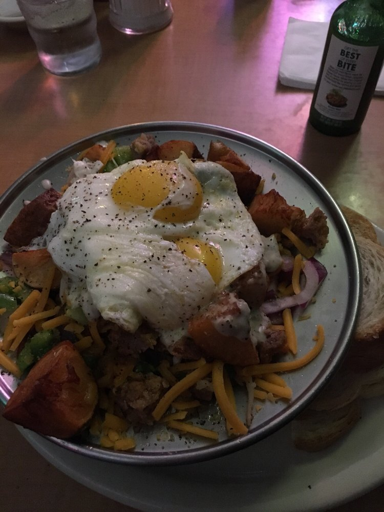 D & D Bar & Grill: 927 NW Bond St, Bend, OR