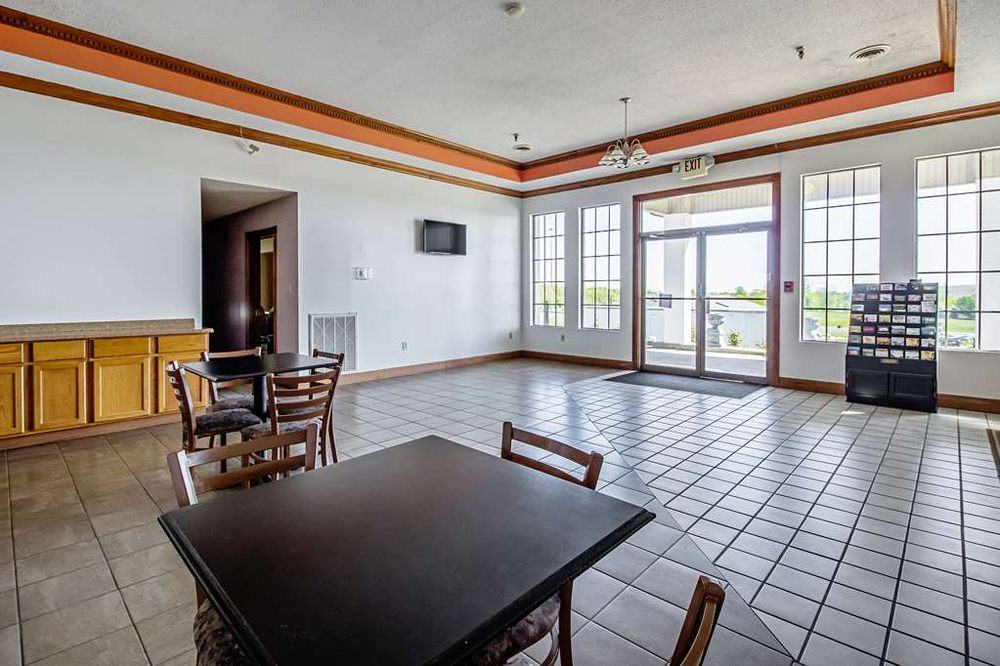 Motel 6: 720 Complex Drive, Grand Rivers, KY