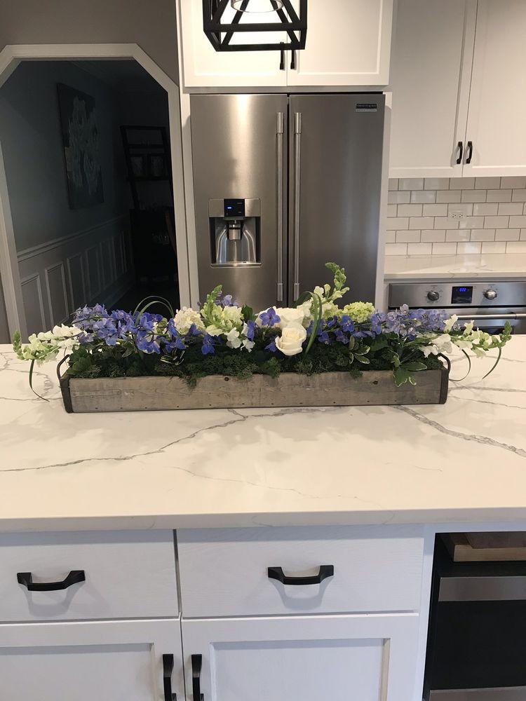 Vince's Flower Shop: 108 Burr Ridge Pkwy, Burr Ridge, IL
