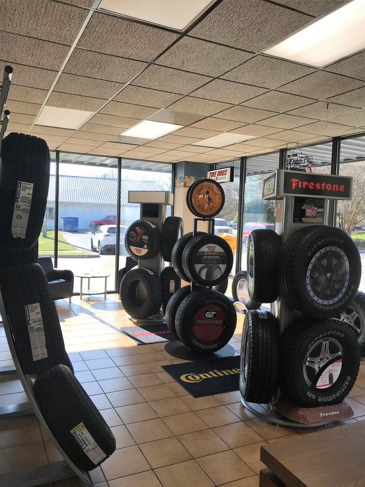 Gwinn's Tire Pros & Alignment: 435 Gentry Memorial Hwy, Easley, SC
