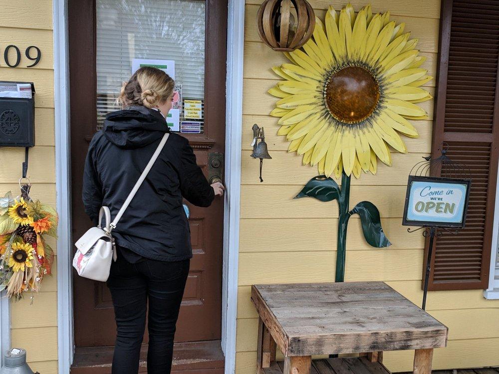 Sunflower Shack: 36 S King St, Leesburg, VA