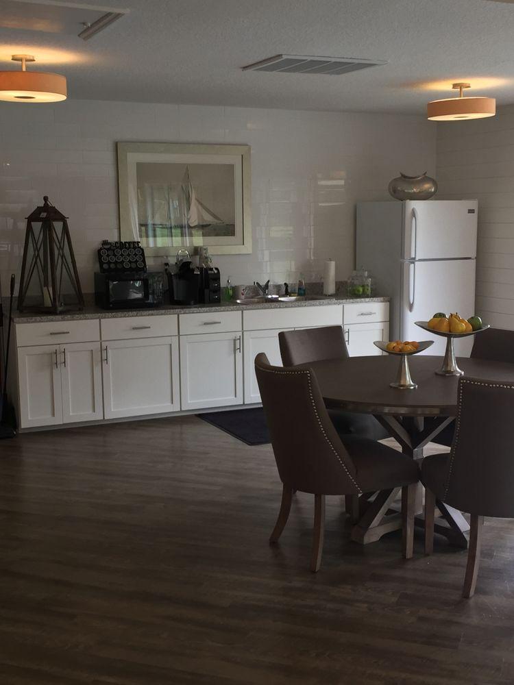 Cottage Court Apartments: 7110 Tudor Ln, Port Richey, FL