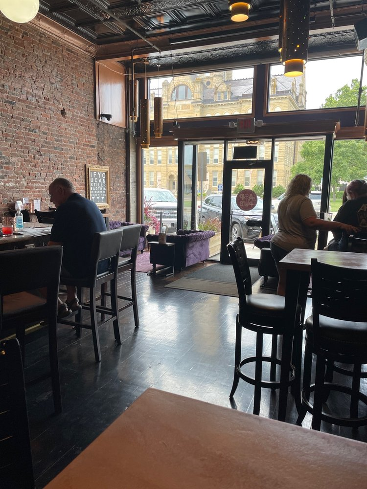 Atlantic & Pacific Pub: 105 S 3rd St, Knoxville, IA