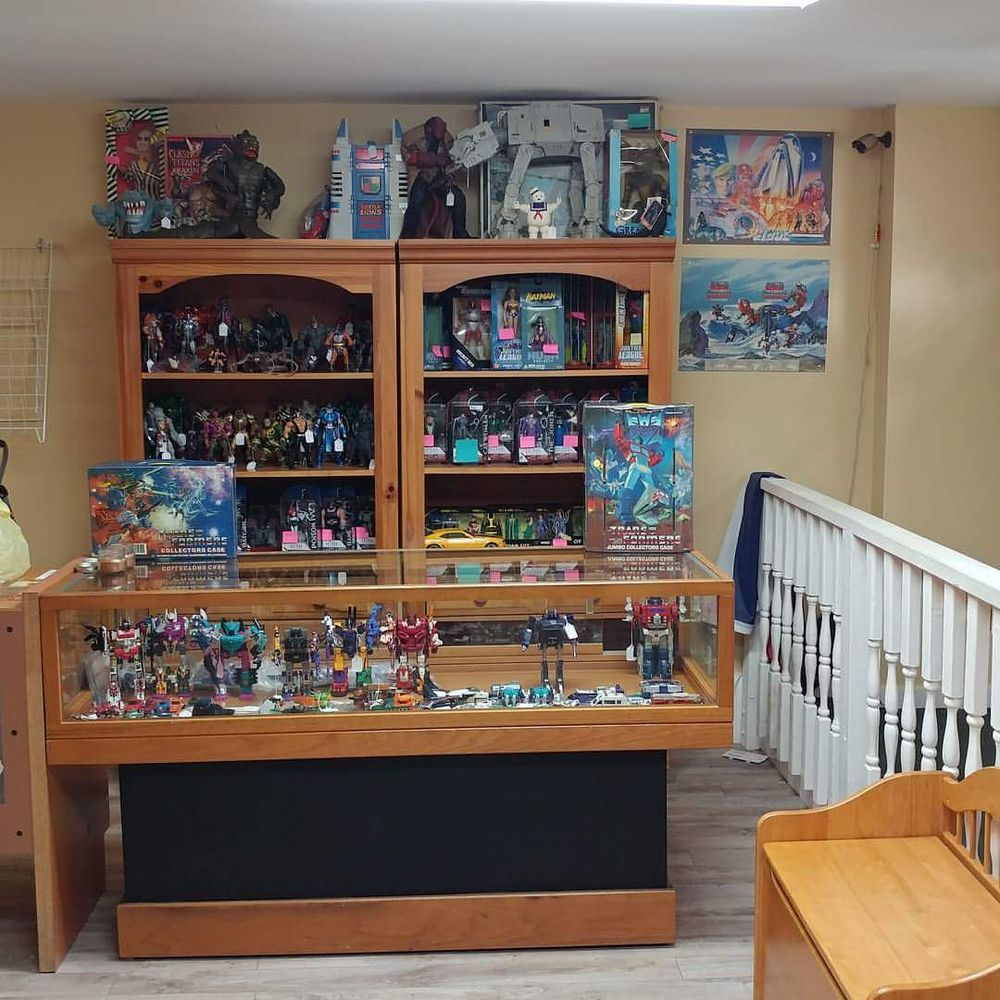 Tinkerbeee's Toy & Comic Store: 21 S Main St, Allentown, NJ