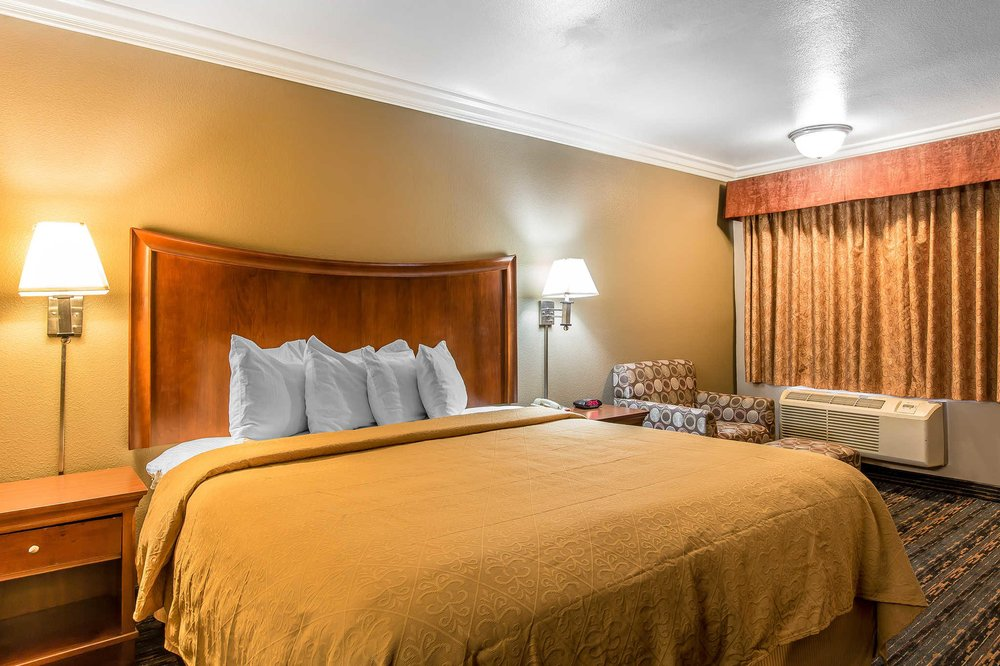 Quality Inn Lake Elsinore I15  26 Photos & 26 Reviews  Hotels  31808 Casino Dr, Lake