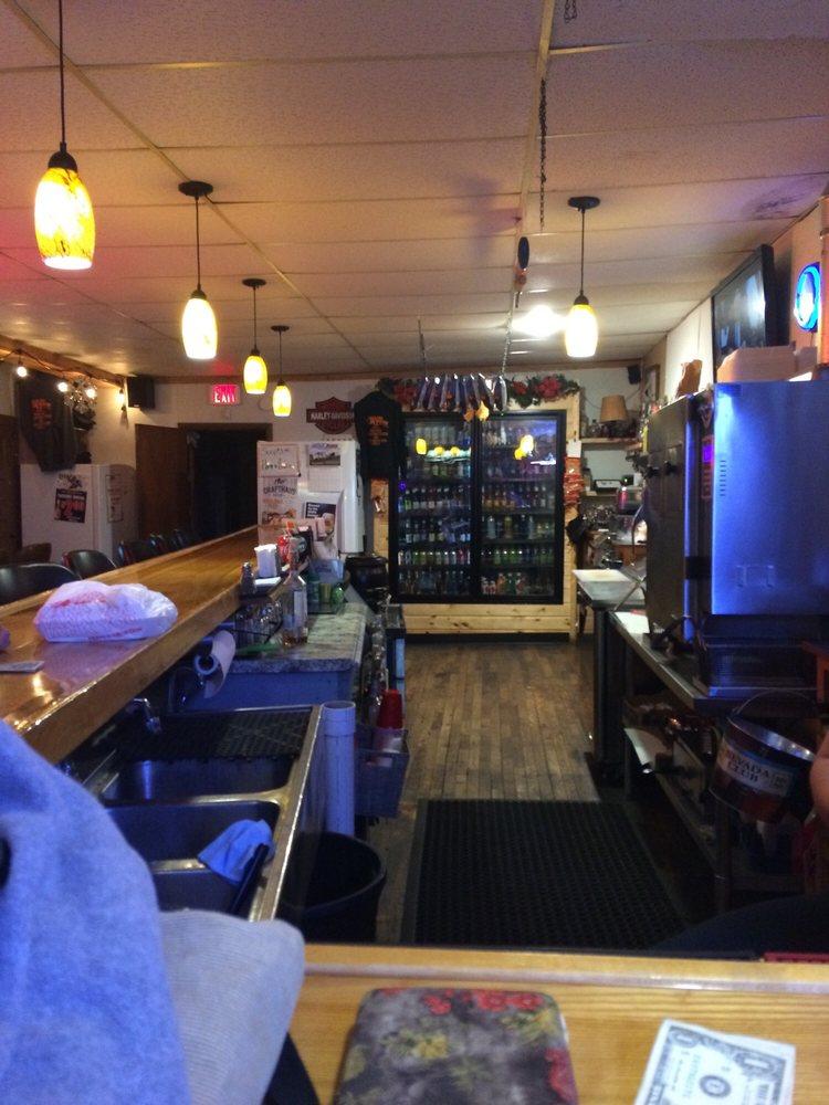 Lauries Coach  Bar & Grill: W4969 Holmes St, Ogema, WI